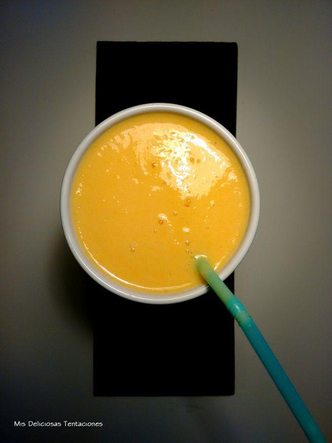 Smoothie de piña, melocotón y mango