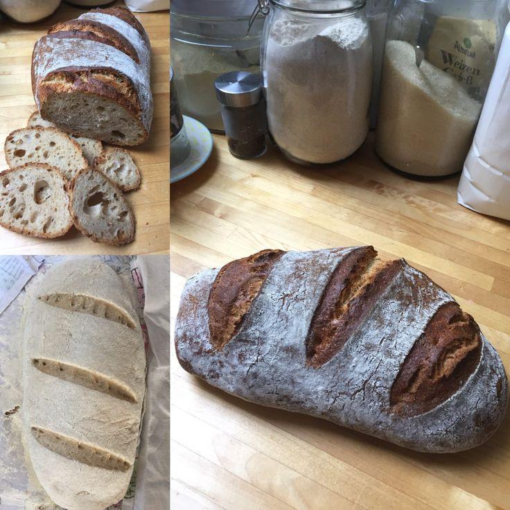 Ruchbrot ist ein typisches Schweizer Brot, das mit einem Anteil Ruchmehl oder nur Ruchmehl hergestellt wird.Meist wird es schräg eingeschnitten.