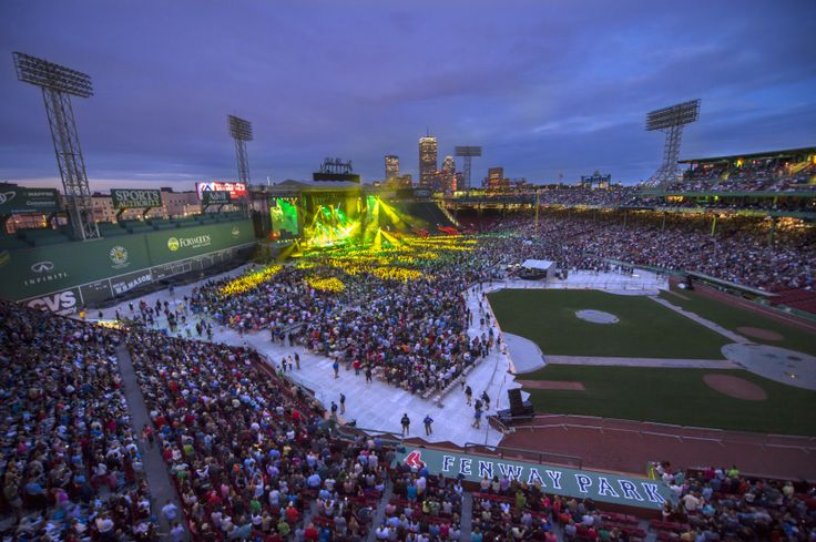#Imagine being in this #crowd, singing along with #BillyJoel for your favorite songs. http://www.fenwayticketking.com/billy-joel-fenway-park-tickets.html #FenwayPark #Boston #Concert #Summer2015 #PianoMan