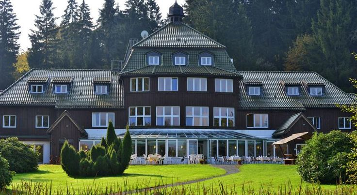 Hotel Harzhaus Benneckenstein Offering varied spa and sports facilities, traditional food from the Harz Mountains, and free Wi-Fi internet, this country-style, 4-star hotel is quietly located in the health resort of Benneckenstein.