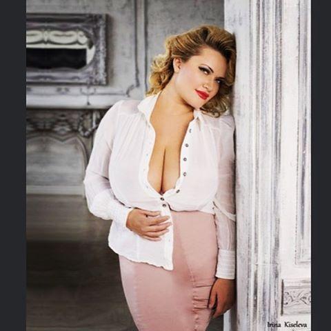 Have a nice and sexy weekend !!❤️❤️❤️Ph Irina Kisileva Mua Alena Dubkova Md Olyria Roy #women #weekend #curvy #plus_size #model #sexy #москва #модель #barcelona #nice #beautiful