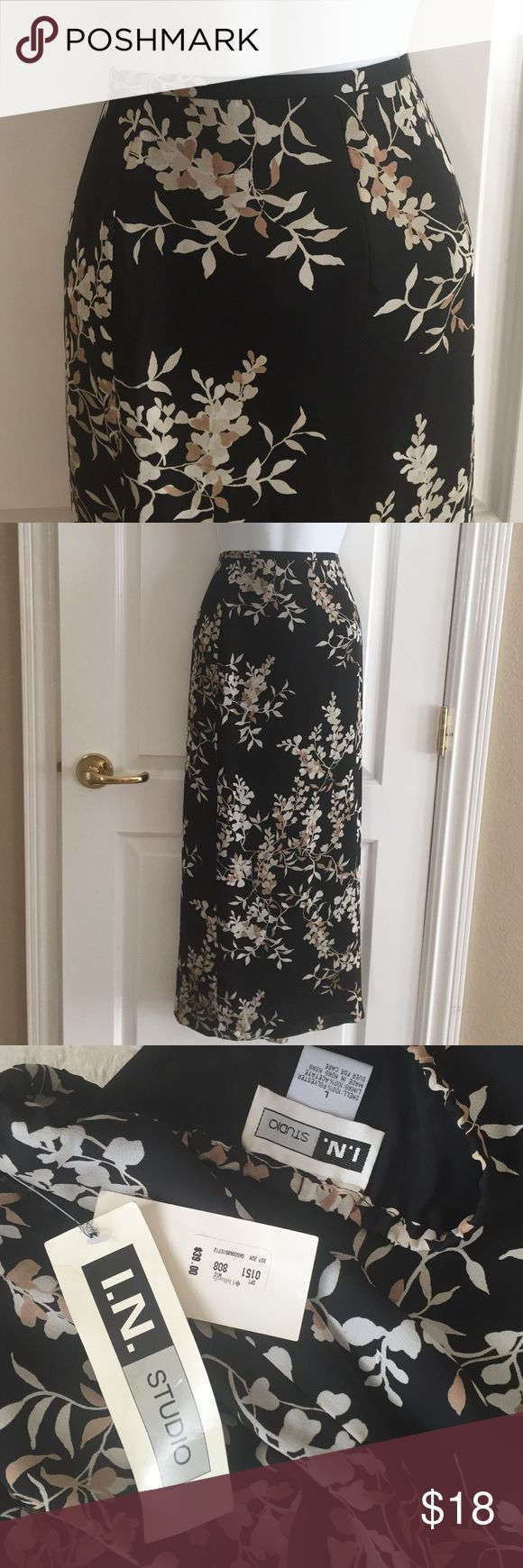 """NWT 👏🏻 Ladies Long Skirt NWT - neutral colored pattern long Skirt. Fully lined w 12"""" slit in back. Size L. Very Pretty🌷 Skirts Midi"""