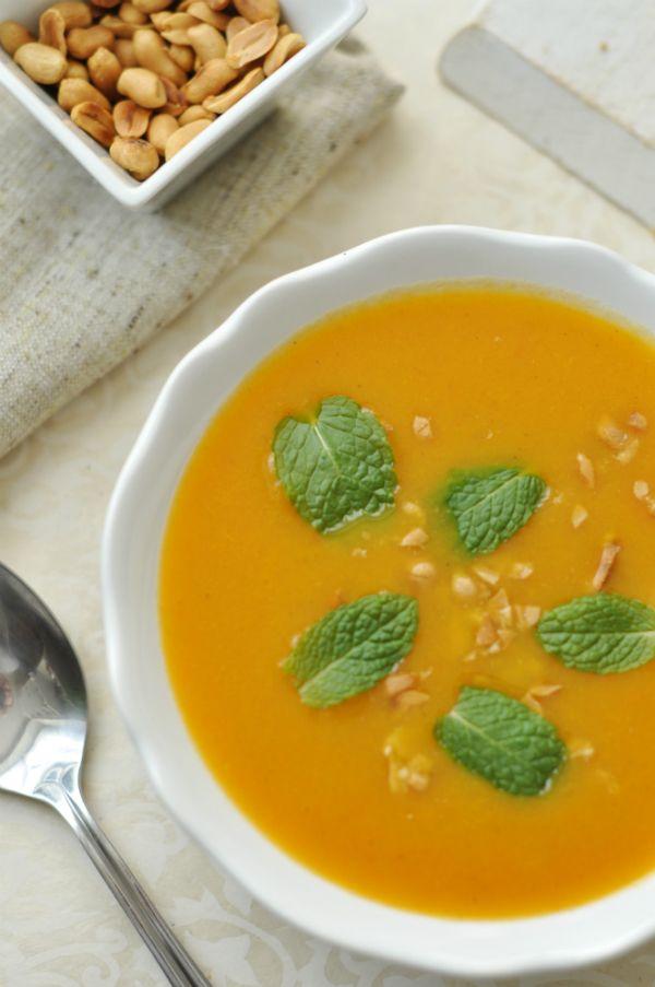 Fűszeres répaleves mogyoróval - laktózmentes leves Még egy egyszerű krémlevest is különlegessé tehetünk: csak néhány fűszer és egy kis ropogós feltét kell hozzá. A levest nem sűrítettük tejtermékkel, így glutén- és laktózérzékenyek is fogyaszthatják.
