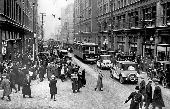 Streets of Toronto during 1920's.  Lots more pictures of downtown T.O. on this site circa 1920's.