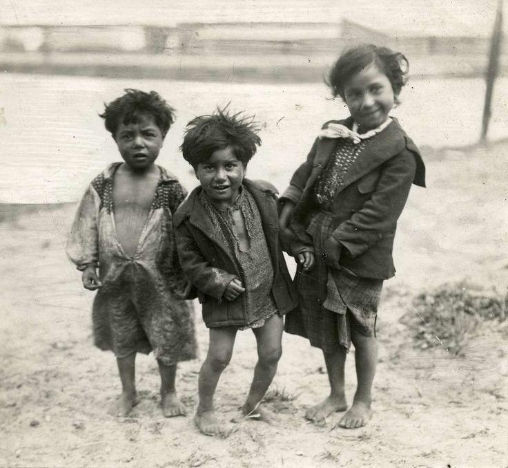 Zigeuners : Kinderen die in het Zigeunerkamp aan de Noordoever wonen. Nederland, Amsterdam, 1917.