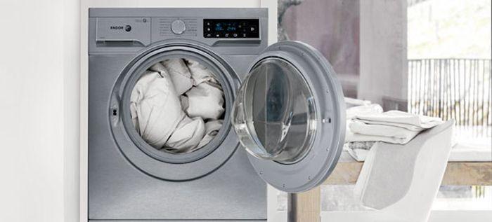 É importante desinfectar a máquina de lavar roupa e convém fazer isso pelo menos de seis em seis meses. Ingredientes : 2 copos de vinagre branco Utilização : Coloque o vinagre na gaveta de detergentes, que normalmente utiliza para a lixívia, depois é só pôr a sua máquina a funcionar como