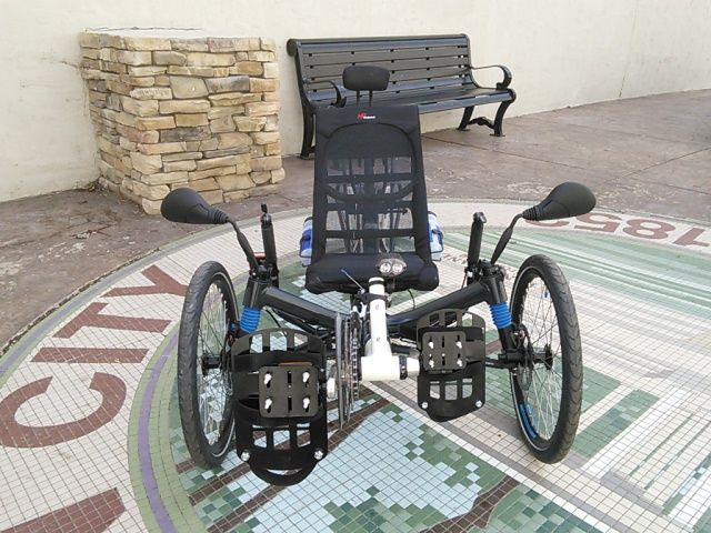 Compared to the smaller 20-inch wheels conventionally found on recumbent trikes, the larger wheel on the suspended rear of the new Scorpion fs 26 model provides an even smoother ride, less rolling resistance, and easier obstacle traversing. The combination of full suspension with tried-and-tested chassis technology from the automotive engineering sector and the positive running properties of larger wheels sets new standards in riding dynamics.