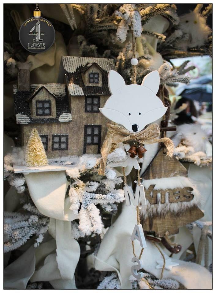 Χριστούγεννα 2016-2017 - #Χριστουγεννιάτικη #διακόσμηση #δέντρου με #ξύλινο #σπιτάκι και ξύλινη #αλεπού - #4LOVEgr - Concept Stylist Μάνθα Μάντζιου