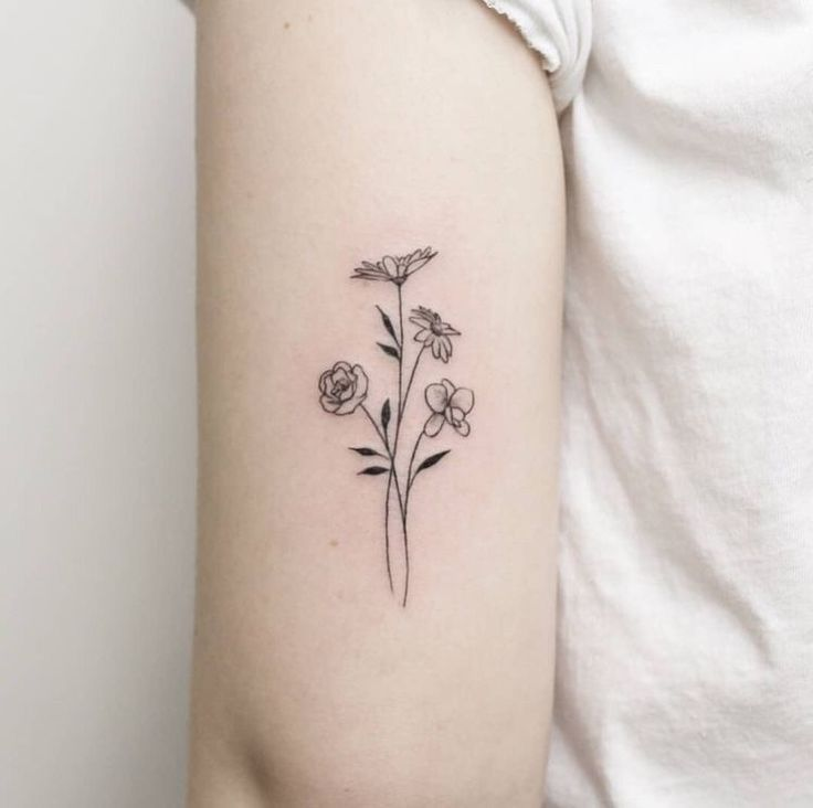 50 Small & Delicate Flower Tattoo Information & Ideas – #delicatetattoo #faketattoo #glyphtattoo #hipbonetattoo