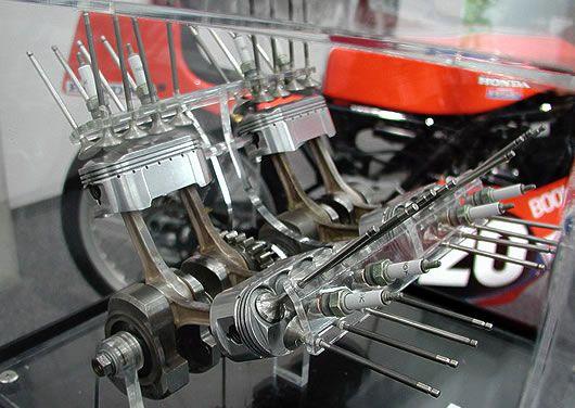 Honda NR750 Engine | huit soupapes par cylindre, cette moto est construite à partir de la ...