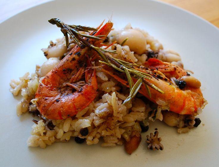 Bol lezzetli ve bol mineral ve vitaminli bir pilav tarifi hazırlamaya ne dersiniz? Deniz mahsulleri ile sofranızı zenginleştirecek bu tarif ile en özel davetlere bile hazırsınız.