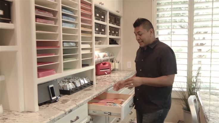 Craft room tour. Holy moly you need to take a look at this amazing room. Just perfect.