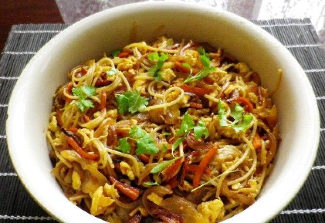 Thai sült tészta zöldségekkel
