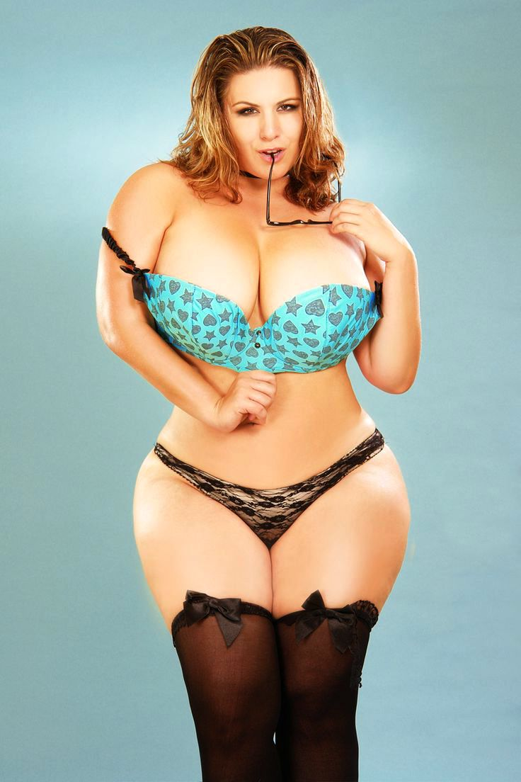 Hot Full Figured Babe Pics 27
