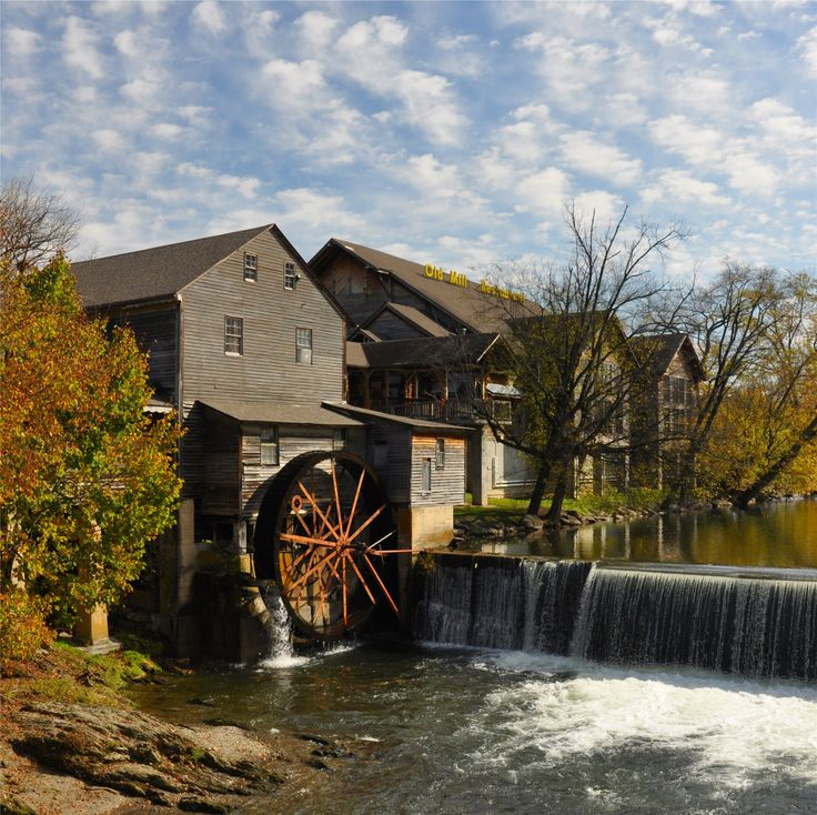 11 best images about pigeon forge old mill area on for River motor lodge pigeon forge
