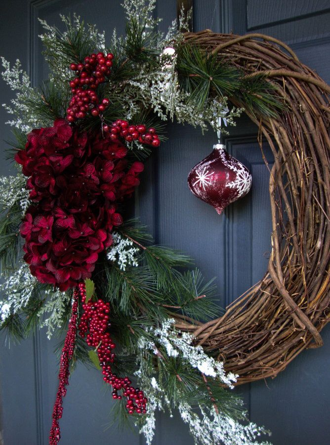This is a pretty idea for a wreath, love the color of the hanging ornament and flowers...❤️Aff