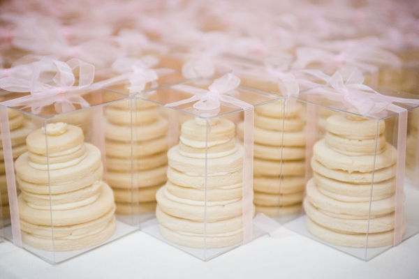 cookie wedding cakes as favors.