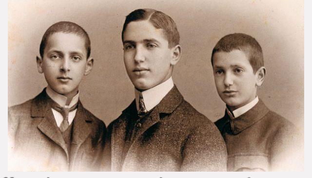Fritz Pfeffer, center