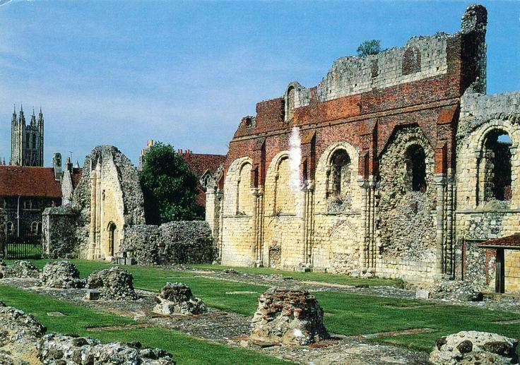 Kort nadat Augustinus in Anglia was aangekomen kreeg hij van koning Ethelbert een stuk land in 597 CE. Het lag buiten de muren van de stad vlakbij de weg naar de kust. In 598 stichtte Augustinus daar een klooster met de groep monniken die hem vergezelden naar Anglia om daar het christendom te verspreiden. Op het stuk land stond waarschijnlijk ook de kerk van St. Martin. Dit was een bestaande Romeins-Britse kerk waar Bertha, de Frankische vrouw van Ethelbert, al haar christelijke geloof…