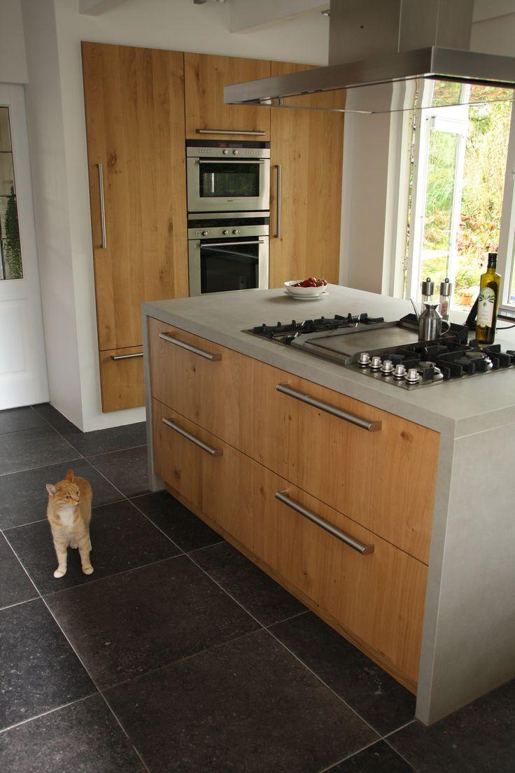 Handgemaakte keuken met beton look werkblad.