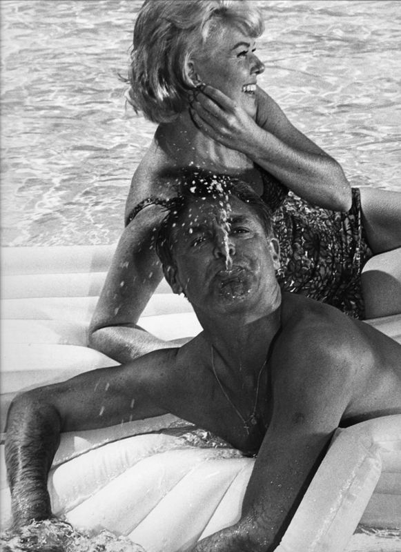 Doris Day and Cary Grant passing time between takes. (Photo by Leo Fuchs)