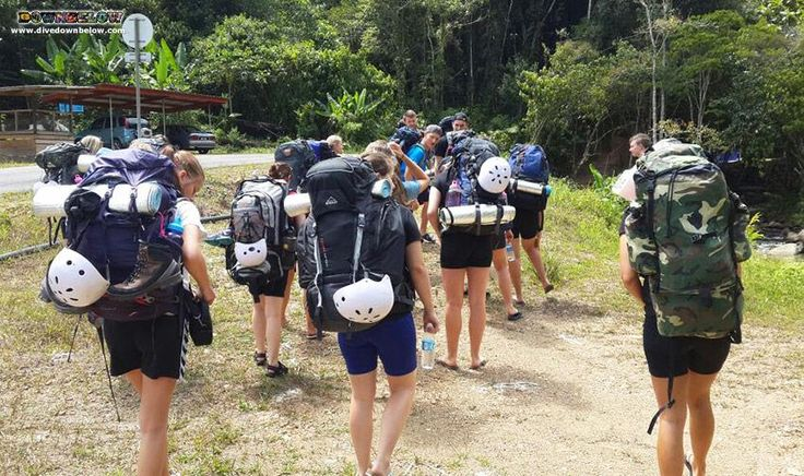 The group huddle together as they start walking toward the beginning of the Salt Trails! :)