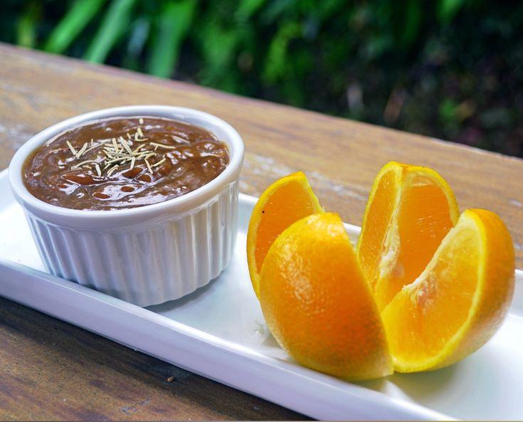 Fala serio, tudo fica mais gostoso com molho.  Ingredientes: 2 xícaras de suco de laranja 1 colher (sopa) de açúcar mascavo 1 colher (chá) de maisena 1/4 de cebola pic…