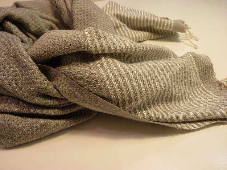 Fouta Nido de Abeja Lurex  gris con detalles en plata (1m*2m). EN STOCK. Oferta de lanzamiento hasta el 24 de noviembre: 18€  www.facebook.com/MyFoutaShop www.myfouta.wordpress.com  #fular #foulard #moda #regalos #amigoinvisible #regalonavidad