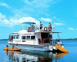 Luxury Houseboat Hire two and a half hours from Sydney. - See more at: http://blissfulbreaks.com