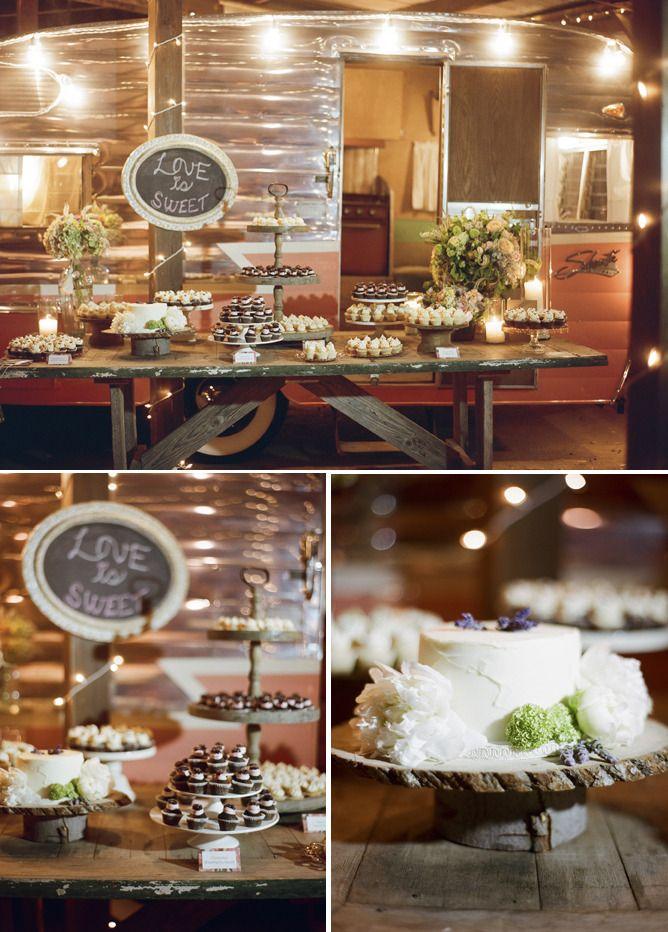 Shasta Vintage Trailer + Cupcakes for a wedding = Perfection ! (blog - enjoy cupcakes)