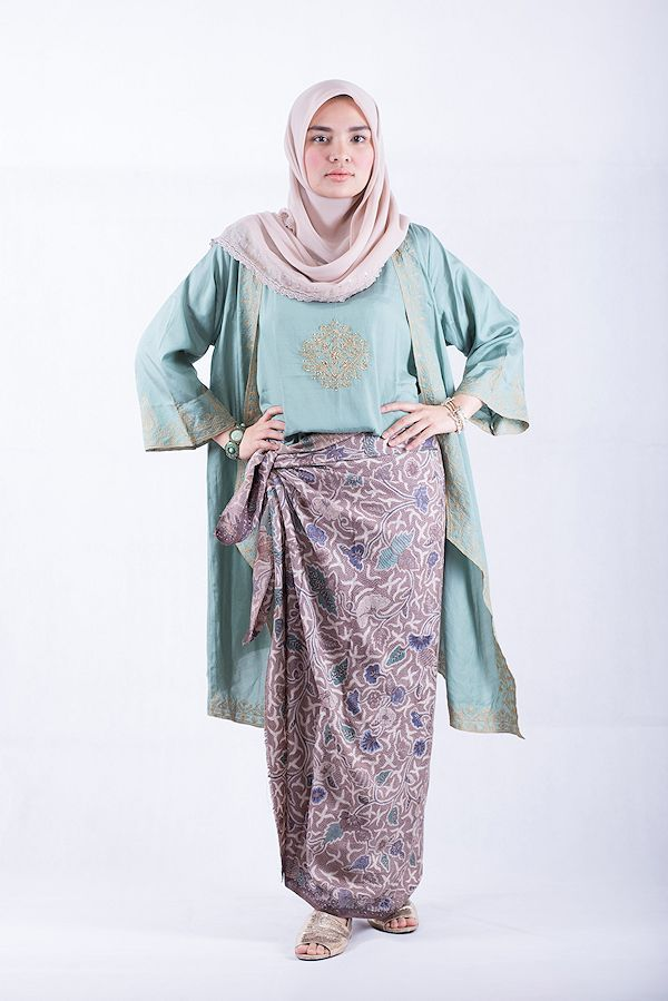 how to wear sarung/ kain batik ala ria miranda