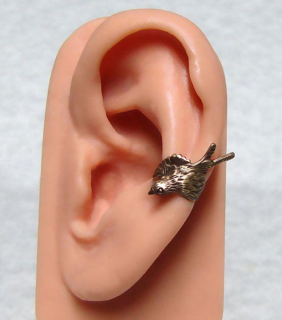 Ce Bruant ont un design de belle plume sur son corps et est joliment incurvée dans une manchette d'oreille réglable pour vos besoins de confort.  Moineau d'oreille est environ 10mm de diamètre x 14mm de large (7/16 po/9/16 po).  D'autres manchette d'oreille de moineau. https://www.etsy.com/listing/110954979/sparrow-ear-cuff  Dautres manchettes doreille https://www.etsy.com/shop/ranaway?section_id=12267071  Cette liste est pour boucle d'oreille un moineau.  Unisexe point, faire le cadeau…