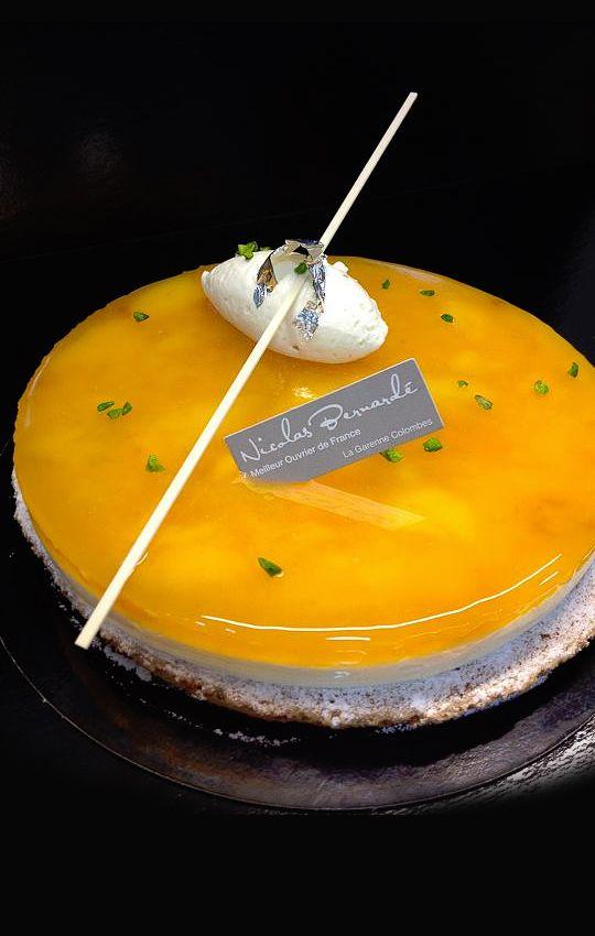 Macaron moelleux aux amandes, mangue, crème smoothie au jus de fruit de la passion et au fromage blanc - Nicolas Bernardé