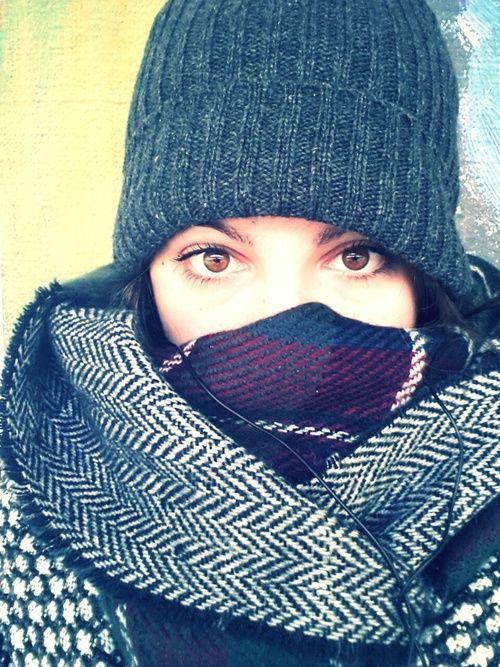 Draag een sjaal over je neus bij mist en koud weer