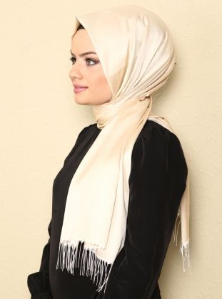 Foto : Bagi kamu pecinta hijab pasmina, pasmina juga sangat mudah dibentuk hijab turki.   Vemale.com, Halaman 2