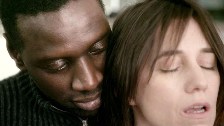 """OMAR SY en sénégalais """"bricoleur"""" et Charlotte Gainsbourg en cadre sup et en burn-out se rencontrent dans SAMBA ! Bande Annonce ➨27/08/14"""