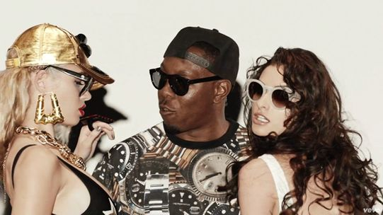 Videoclip: will.i.am feat Dizzee Rascal - Something really Bad  http://www.emonden.co/videoclip-will-feat-dizzee-rascal-something-really-bad