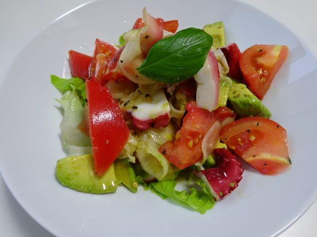 トマト、アボカド、タコ、玉ねぎ、レタスのマリネ Marinated Tomato, Avocado, Onion, Lettuce and Octopus