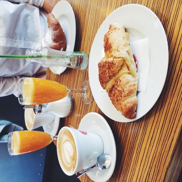 Italian breakfast: Croissant, Cappuccino & orangejuice
