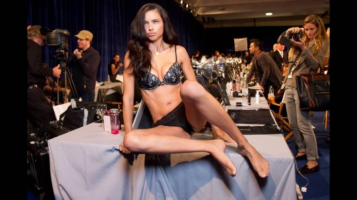 Adriana Lima Shows off Her Feet and Long Legs