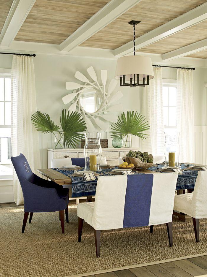 Деревянный потолок подходит практически под любые стили интерьера и сочетается со многими элементами декора
