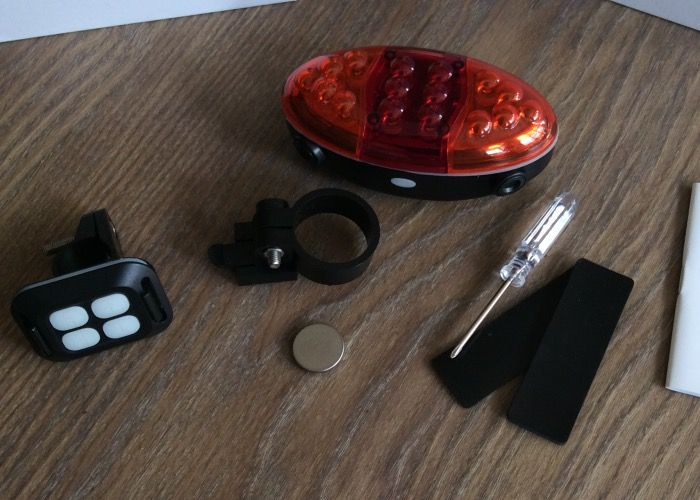 AVANTEK - Fahrrad Rücklicht, Ferngesteuertes Fahrradbeleuchtung mit Blinker