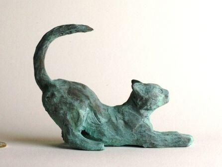 Sculpture chat s'étirant