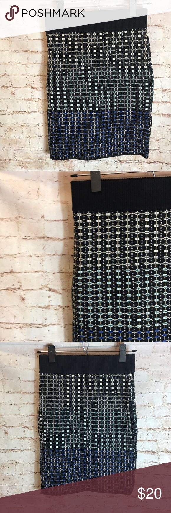 """✨PARKER✨ Parker printed stretch skirt from saks 5 ave size Small  Laying Flat  ▫️Waist: 13"""" ▫️Length:18"""" ▫️Condition : Preowned no rips, tears, marks or stains . Parker Skirts Pencil"""