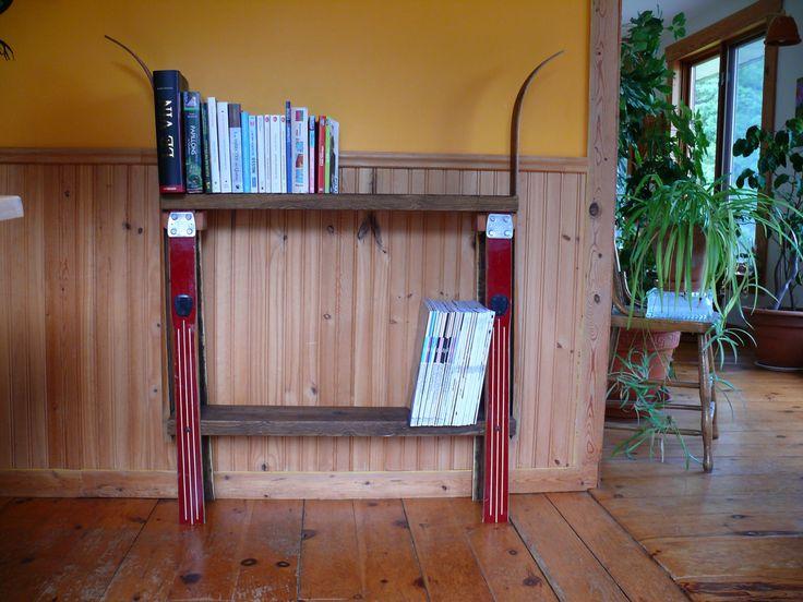 Bibliothèque originale fait de skis de fond  récupérés de la boutique Recytrucs sur Etsy