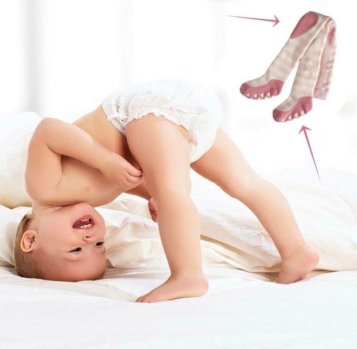 @elzingakousen Gaat jouw baby inmiddels op verkenning? Dan komt deze Falke maillot als geroepen! De verdikte kniestukjes maken het kruipen op harde vloeren veel aangenamer en dankzij de anti slip onder de voetjes, glijdt je baby niet weg bij het optrekken en gaan staan. Onbezorgd op avontuur dus! #baby #falke #growingup #maillot #beenmode #twente #hengelo #enschede #Haverstraatpassage #kindermode #kids #legwear #instakids #kruipen #lopen #eerstestapjes #firststeps #dreumes