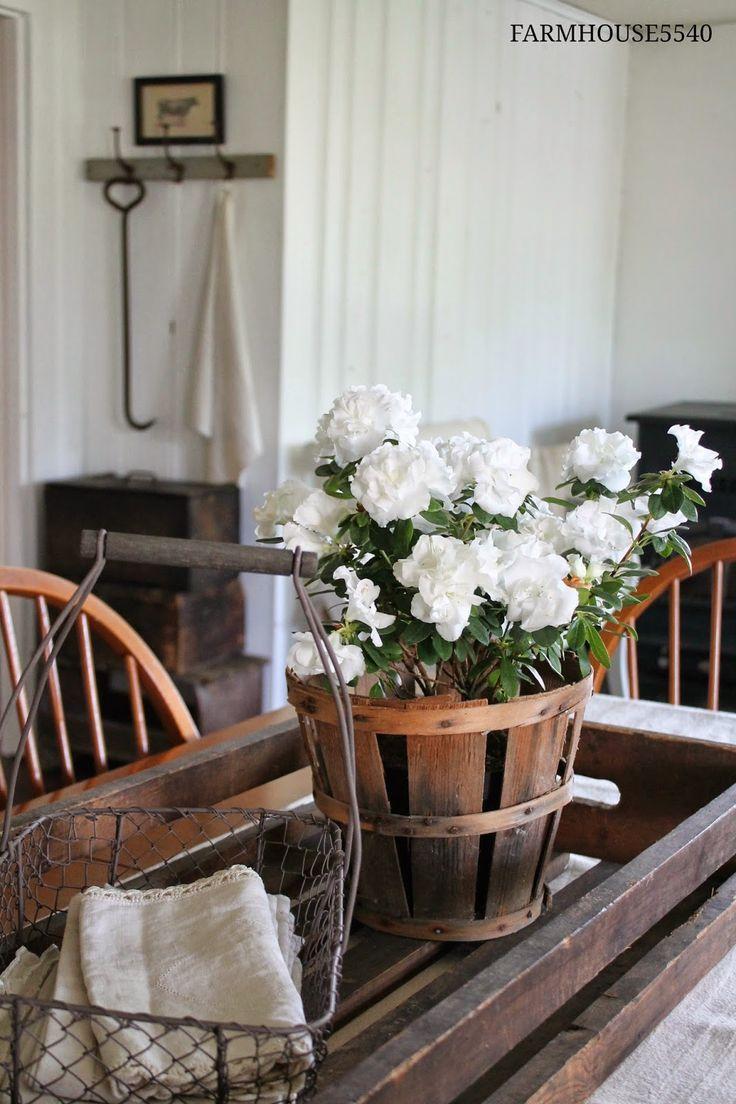 Dining Room Farmhouse5540 coffee table arrangement