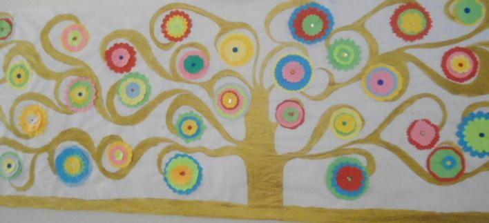 """MURAL DE PRIMAVERA. Interpretació personal de l'obra de Gustav Klimt """"L'arbre de la vida"""". Mural realitzat a l'escola Joaquim cusi de Figueres curs 2010-2011."""