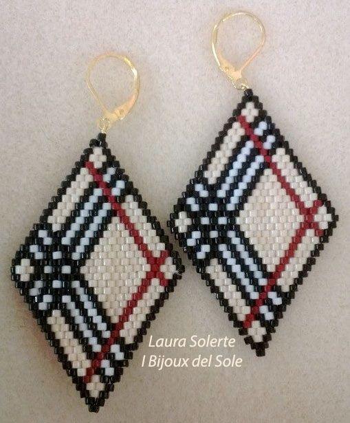 Orecchini Rombi Burberry. Burberry rhombus earrings.