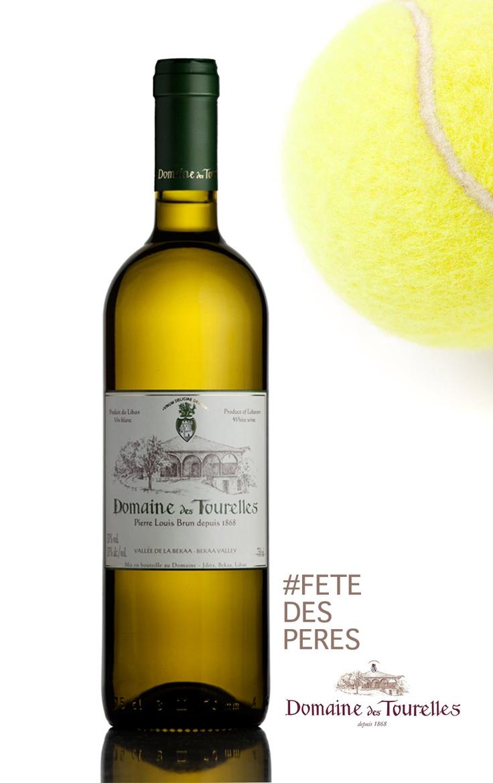 Ce #vin #Blanc 2012 du Domaine des Tourelles possède une limpidité brillante. Au nez se libère un bouquet aromatique d'ananas, de pomme et de jasmin. En bouche les notes de fruits exotiques et de miel sont marquées. Le corps est sec, riche et équilibré avec une belle longueur en finale. Pour les pères adeptes du #Tennis, ce vin accompagnera très bien les #crustaces, les #poissons grillés et le #saumon #CRUSDULIBAN #FETEDESPERES